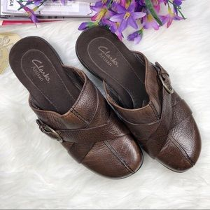 CLarks Artisan Brown Leather Slip On Clogs Shoes
